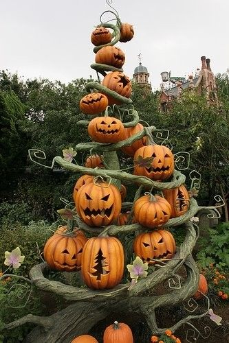 77f68981c60be45eb8d9bc0f8915418f--disney-halloween-halloween-trees