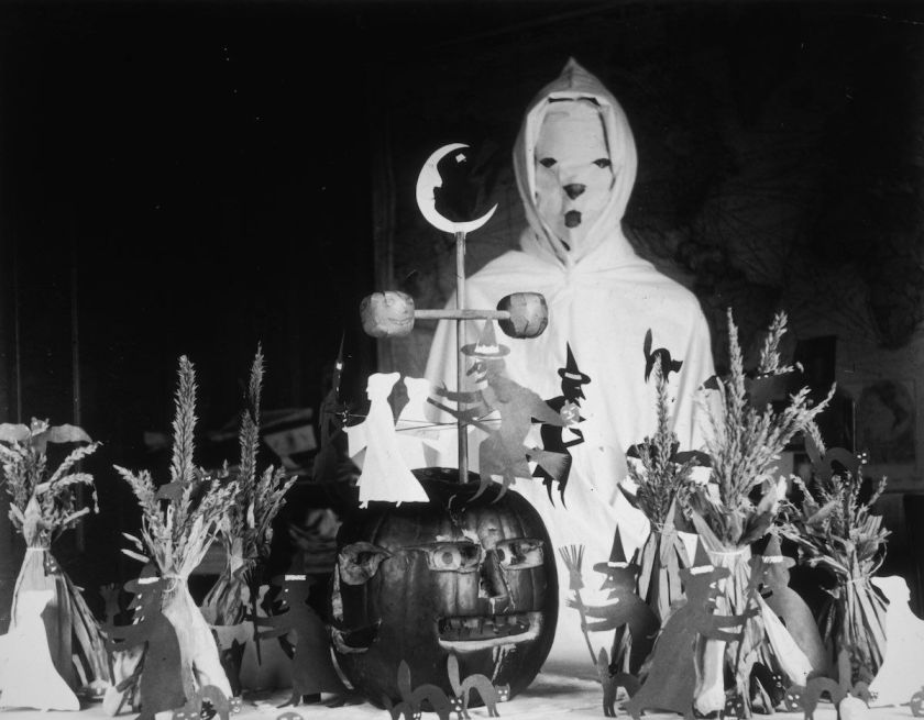 http _a.amz.mshcdn.com_wp-content_uploads_2014_10_Halloween-costumes-2
